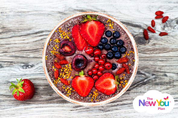 smoothie-bowl-with-chia-seeds-and-fruit-max2
